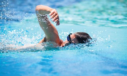 Single-arm swimming drill helps improve stroke efficiency